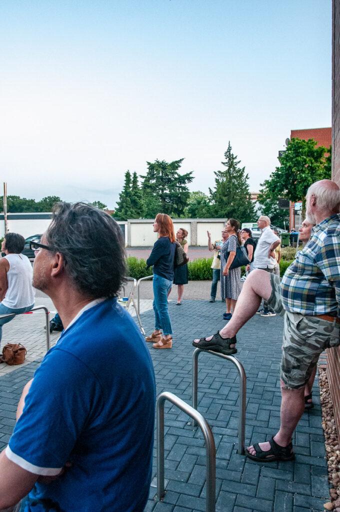 Zuschauer bei der Eröffnung von Langenhagen leuchtet